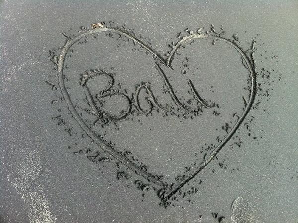 bali-sand heart